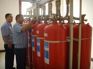 三是加强消防安全知识教育培训工作,使后勤人员正确掌握四氟甲烷等气体灭火器的注意事项及灭火方法,增强专业工作人员的安全生产意识.